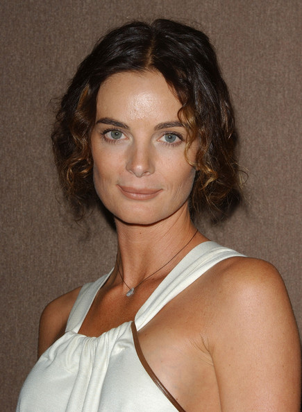 Gabrielle Anwar kept it short and sweet with this curly 'do at the 2008 Costume Designers Guild Awards.