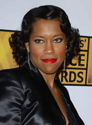 Regina King brought a vintage feel to the Critics' Choice Awards with her finger-wave hairstyle.