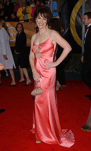 Jane Kaczmarek looked sultry at the SAG Awards in her lingerie-inspired coral evening dress.