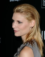 Claire Danes sported a slick coif at the Costume Designers Guild Awards. She gelled her bangs back giving it a fresh-out-the-shower look.