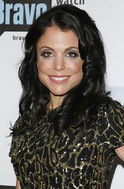 Bethenny Frankel arrived at the Bravo A-List Awards looking glamorous wearing soft eye-enhancing shadows.