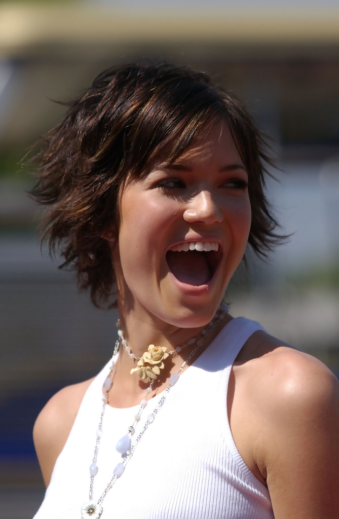 Mandy Moore Hairstyles For Round Faces Stylebistro