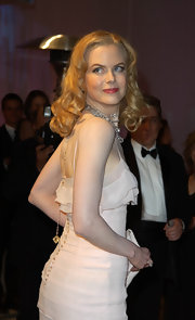 Nicole Kidman paired her flawless look with long radiant curls at the 2002 Vanity Fair Oscar Party.