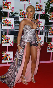 Lil Kim experienced a wardrobe malfunction at the 2004 VMA -- well at least, she was wearing a pretty pair of heels.