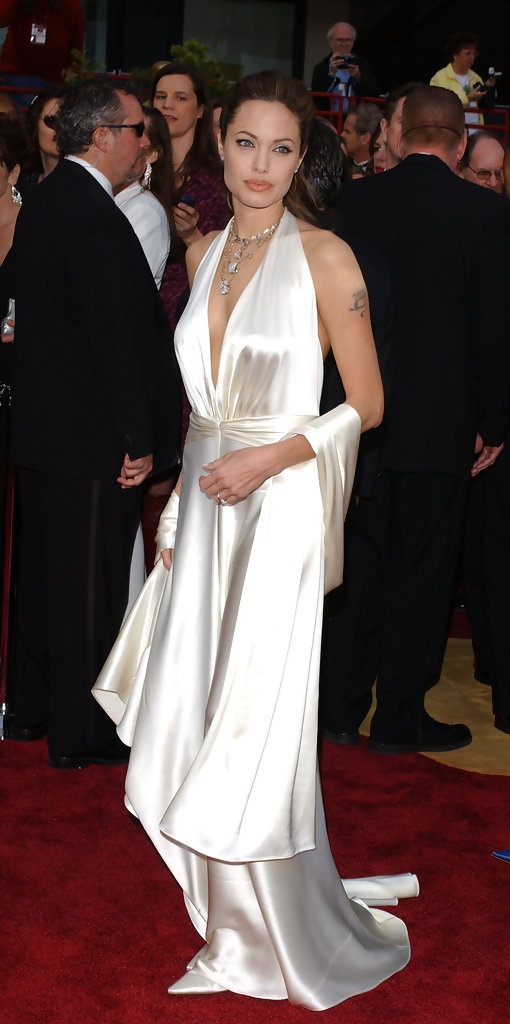 ©AXELLE/BAUER-GRIFFIN.COM  .76TH Annual Academy Awards-arrivals..Kodak Theatre, Hollywood & Highland, Hollywood, CA..February 29, 2004..Pic Shows: Angelina Jolie