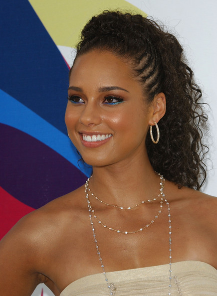 More Pics of Alicia Keys Bright Eyeshadow (1 of 8) - Alicia Keys Lookbook - StyleBistro