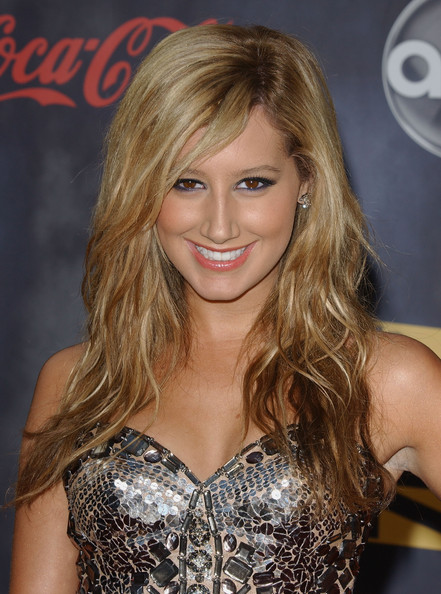 More Pics of Ashley Tisdale Cocktail Dress (2 of 5) - Dresses & Skirts Lookbook - StyleBistro []