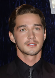 Shia LaBeouf looked irresistibly cute with this side-parted wavy hairstyle at the 2007 MTV Video Music Awards.