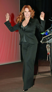 Raquel Welch arrived at the 2007 Sidaction Benefit Party wearing black silk pantsuit.