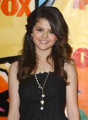 Disney star Selena Gomez wore multiple heart pendants on this gold chain necklace.