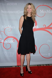 Meg loves all things black. She kept things simple with a knee length black dress.