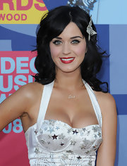 Katy Perry wore a gold message necklace with the word Love to the 2008 Video Music Awards.