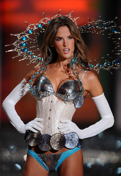 More Pics of Alessandra Ambrosio Full Sleeve Gloves (1 of 15) - Gloves Lookbook - StyleBistro