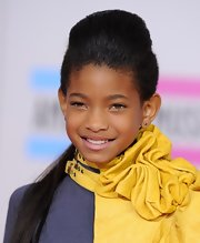Willow Smith's long locks were pulled back into a ponytail with a teased crown at the 2013 AMAs.