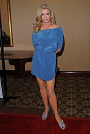 Shannon Tweed matched her dress with a pale blue pair of heels.