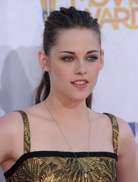 More Pics of Kristen Stewart Diamond Pendant (1 of 10) - Kristen Stewart Lookbook - StyleBistro