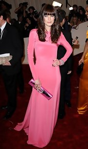 Michelle Monaghan added shine to her fitted pink gown with a metallic pink patent clutch.
