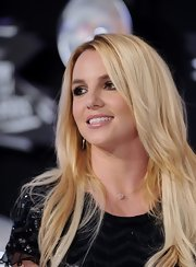 Britney Spears at the 2011 MTV Video Music Awards wore her hair long and loose with slightly feathered, face-framing layers.