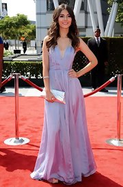 Victoria Justice's metallic silver clutch added more shine to her look at the 2011 Primetime Creative Arts Emmy Awards.