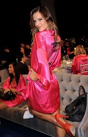 Yet again, Alessandra flaunts her stuff in a hot pink silk robe backstage for the VS fashion show.