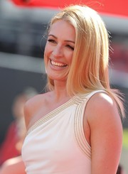 Cat Deeley wore her hair loose in sleek straight layers when she attended the Emmys.