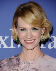 January showed off her blonde locks with a slightly wavy 'do with side-swept bangs.