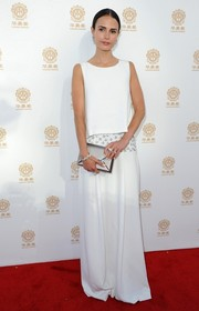 Jordana Brewster looked ethereal at the Huading Film Awards in a white Philosophy gown with silver accents on the waist.