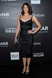 Lauren Cohan sported a shapely silhouette in a figure-hugging, low-cut LBD during the amfAR Inspiration LA Gala.