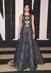 Hailee Steinfeld wowed in a fab floral tile print gown at the Vanity Fair Oscar Party.