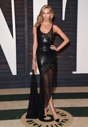 Karlie Kloss looked vampy at the Vanity Fair Oscar party in an asymmetrical, mixed-pattern fishtail dress by Atelier Versace.
