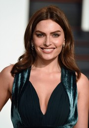 Alyssa Miller styled her hair with a center part and soft waves for the Vanity Fair Oscar party.