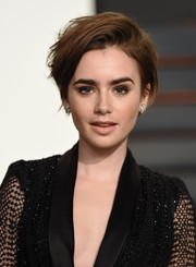 Lily Collins went for edgy styling with this messy short 'do at the Vanity Fair Oscar party.