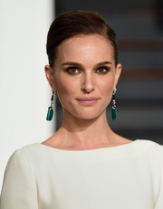 Natalie Portman's dangling gemstone earrings added a lovely pop of color to her white dress.