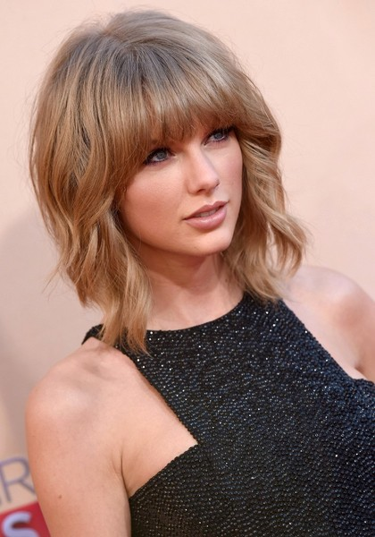 More Pics Of Taylor Swift Short Cut With Bangs 4 8 Lookbook Stylebistro