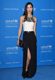 Tao Okamoto sported a multicolored halter dress with silver geometric details that she complemented with a red lip.