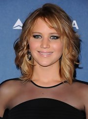 Jennifer Lawrence rocked a pale pink lip gloss at the GLAAD Media Awards in LA.