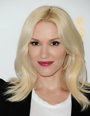 Gwen showed off her signature platinum locks with this layered 'do.
