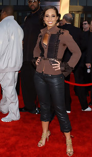 Alicia Keys rocks leather capris with her sparkling evening sandals at the AMAs.