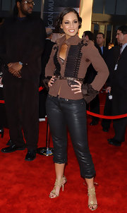Alicia Keys dons a unique belted brown jacket with black leather pants for the AMAs.