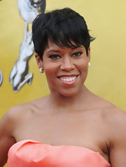 Regina King capped off her look with a fun-looking textured pixie at the NAACP Image Awards.