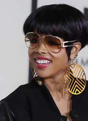 Kelis topped off her look with gold hoop earrings.