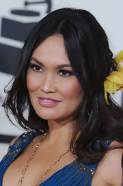 Tia Carrere accentuated her exotic looks with this center-parted 'do at the Grammys.