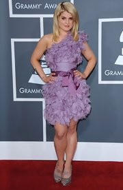 Kelly Osbourne donned sparkling silver satin platforms to the 2011 Grammy Awards.