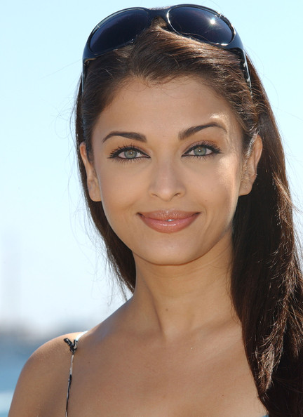 More Pics of Aishwarya Rai Pink Lipstick (4 of 10) - Aishwarya Rai Lookbook - StyleBistro []