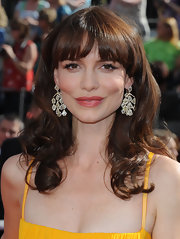 Saffron Burrows topped off her Emmy Awards look with bouncy curls and blunt bangs.