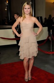 Julia looked fabulous at the DGA Awards in a ruffled nude cocktail dress.