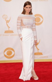 Kate stunned in a long-sleeve white dress with sheer mesh-lace detailing at the 2013 Emmys.