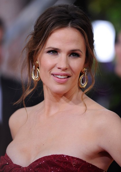More Pics of Jennifer Garner Messy Updo (3 of 13) - Hair Lookbook - StyleBistro