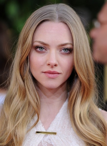 More Pics of Amanda Seyfried Long Wavy Cut (2 of 10) - Amanda Seyfried Lookbook - StyleBistro