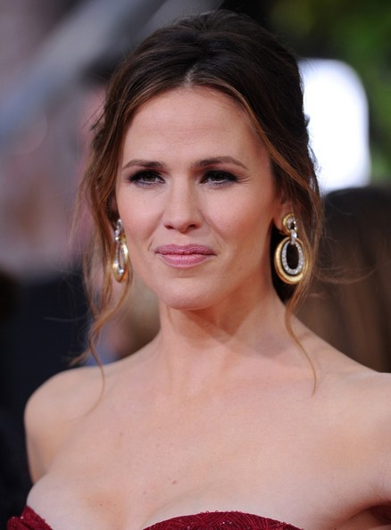 More Pics of Jennifer Garner Messy Updo (4 of 13) - Updos Lookbook - StyleBistro